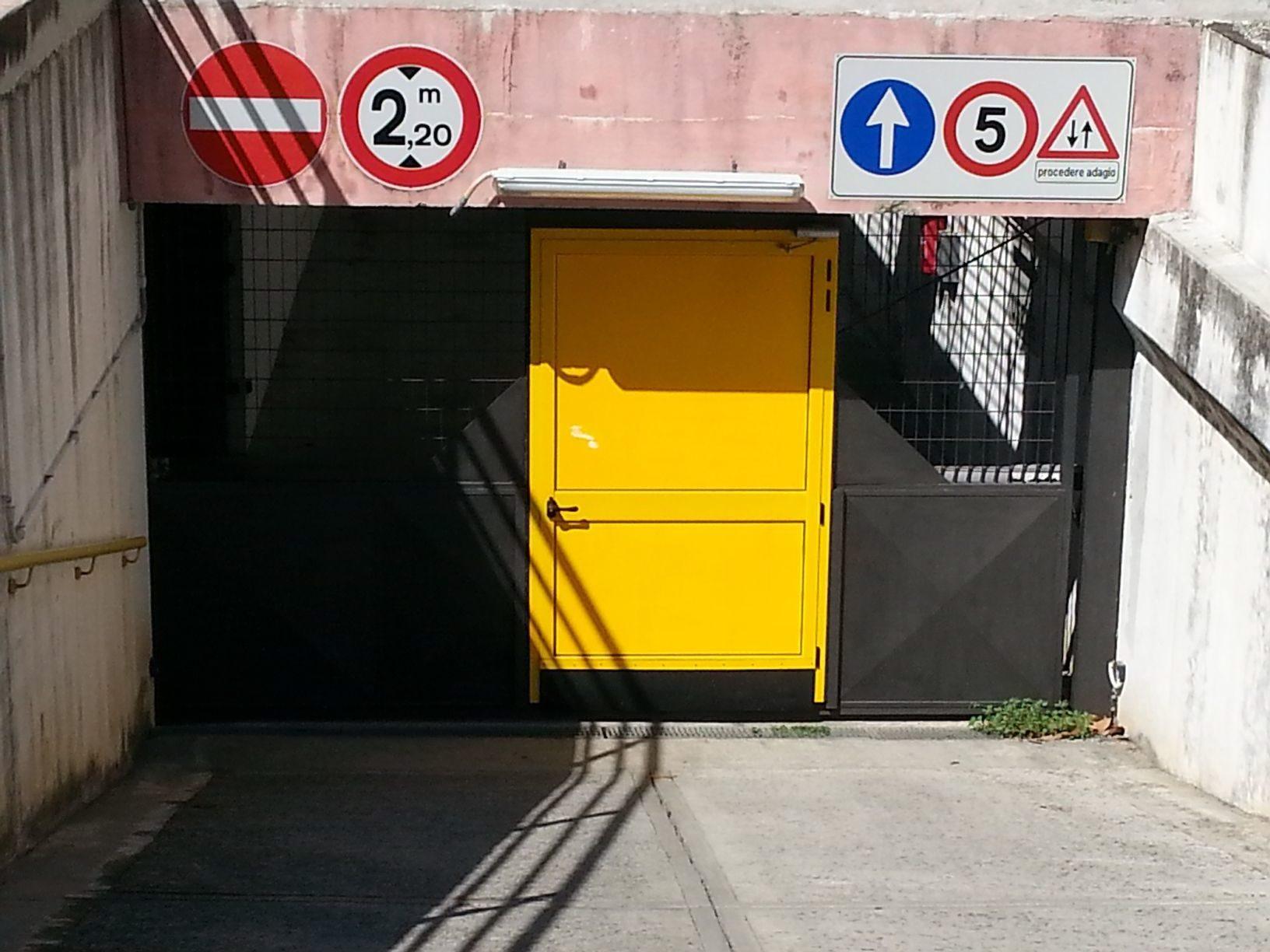 Sestri Levante vendo ampio box (anche uso magazzino) via liguria