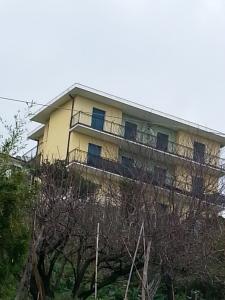 VENDESI BILOCALE MONEGLIA LOCALITA' BRACCO VISTA MARE