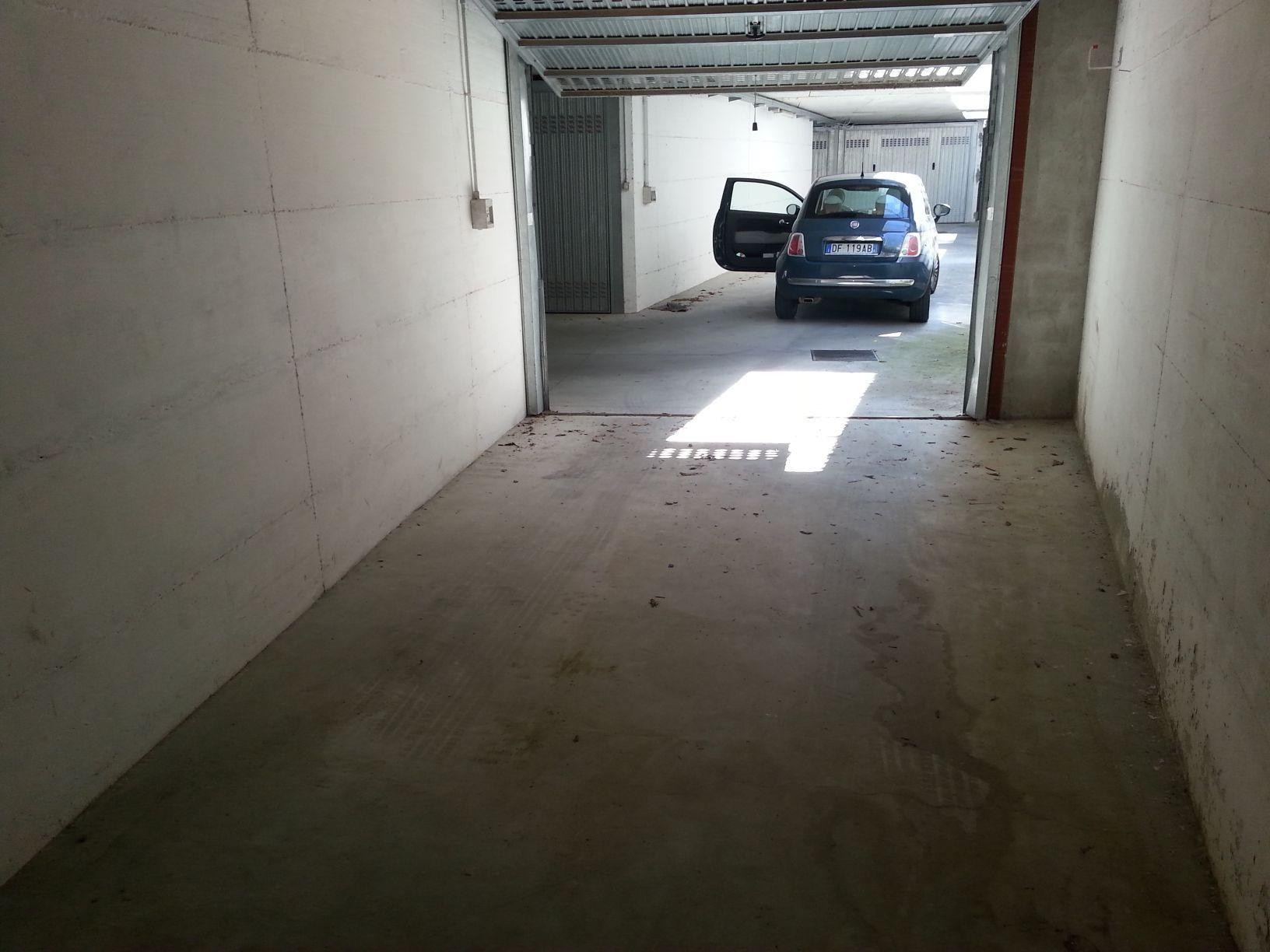 BOX AUTO VENDO IN VIA LIGURIA